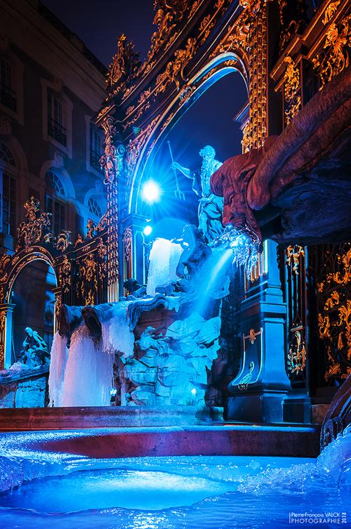 Ville de Nancy - La fontaine Neptune prise par la glace