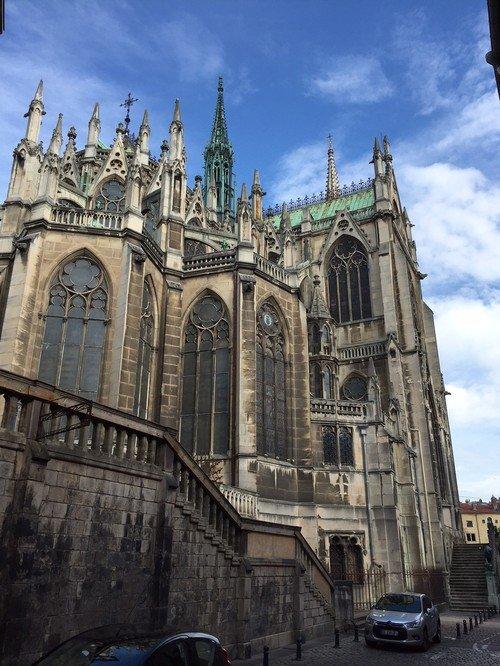Ville de Nancy - Basilique Saint-Epvre vue depuis la rue du Maure qui Trompe