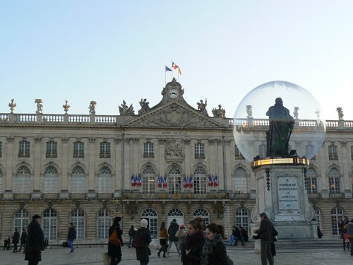 Ville de Nancy - Place avec Stanislas sous la bulle