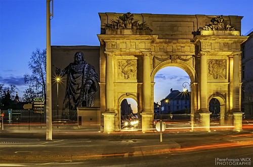 Ville de Nancy - La porte Sainte-Catherine pendant l'heure bleue matinale
