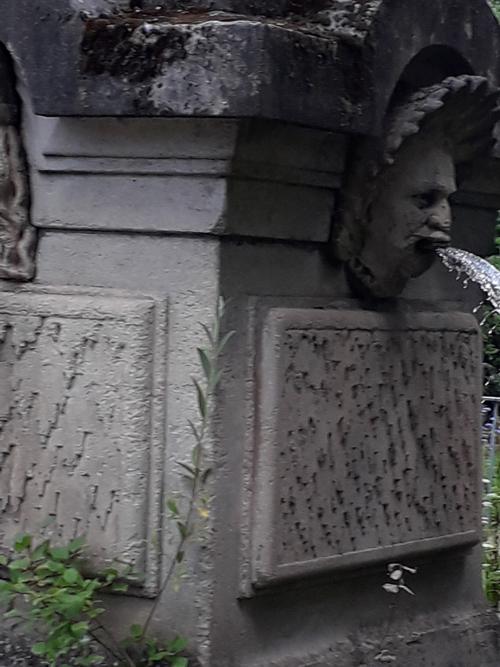Ville de Nancy - Détail d'une fontaine mais laquelle ?