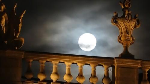 Ville de Nancy - La lune au-dessus de l'Opéra National de Lorraine