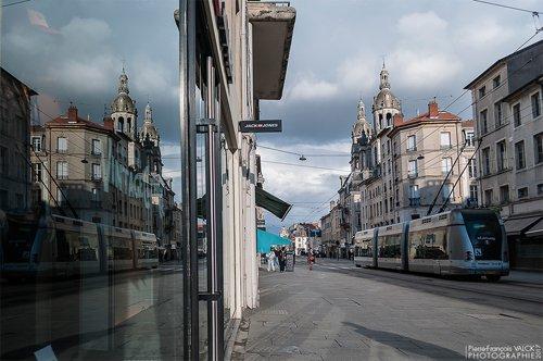 Ville de Nancy - Reflet du tram rue Saint-Georges