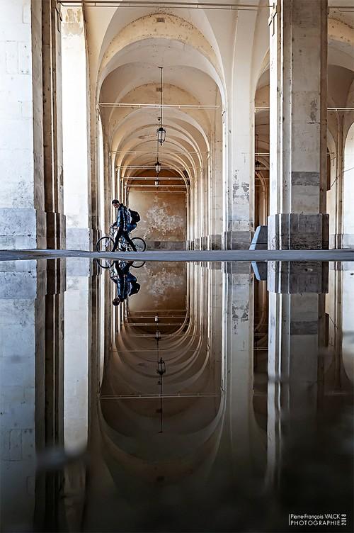Ville de Nancy - Reflet et perspective sous l'Arc Héré