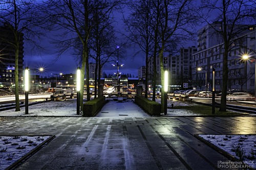 Ville de Nancy - Boulevard de l'Europe à Vandoeuvre pendant l'heure bleue matinale #GrandNancy