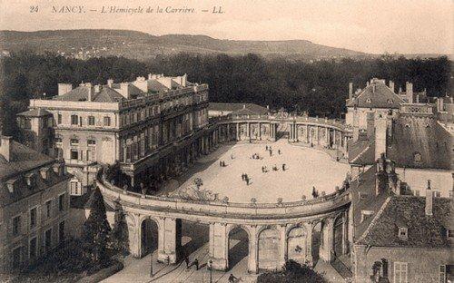 Ville de Nancy - Carte postale de l'hémicycle de la place Carrière